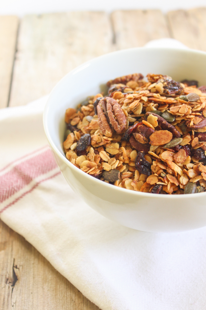 Honey, Pecan & Granola Close Up|thefoodiesway.co.uk