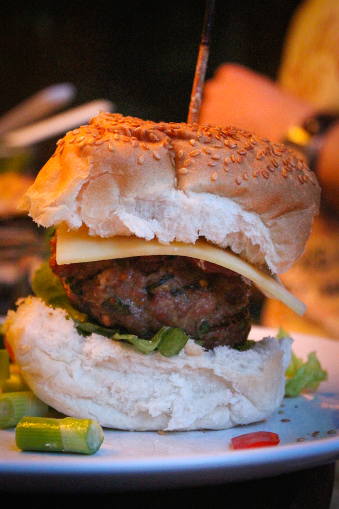 BBQ Three Pig Burgers|thefoodiesway.co.uk