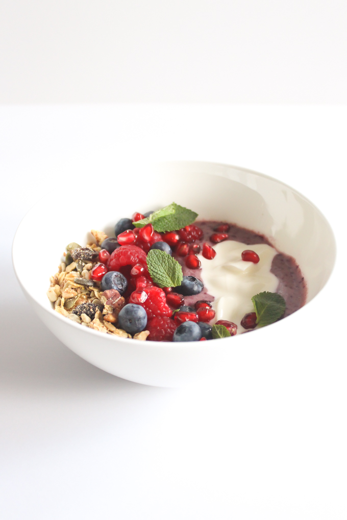 Power Berry Smoothie Bowl | thefoodiesway.co.uk