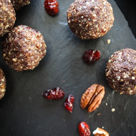 Pecan, Maple + Cranberry Energy Balls |thefoodiesway.co.uk